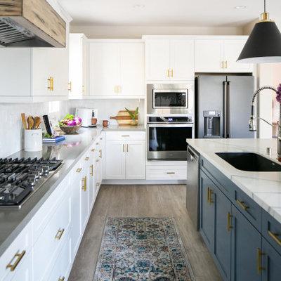 Kitchen - mid-sized transitional kitchen idea in Orange County