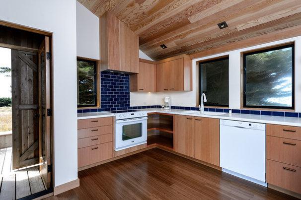 Contemporary Kitchen by Malcolm Davis Architecture