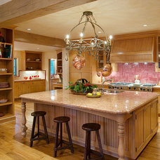 Traditional Kitchen by Maienza-Wilson Interior Design + Architecture