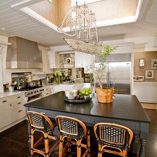 サンディエゴのエクレクティックスタイルのおしゃれなキッチン (シルバーの調理設備の、エプロンフロントシンク) の写真