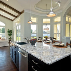 Traditional Kitchen by Staging & ReDesign