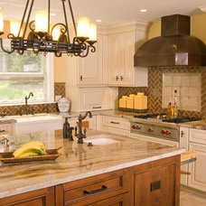 Traditional Kitchen by Angie Keyes CKD