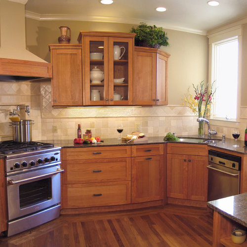 Phenomenal Traditional Kitchen Design Ideas: Small Traditional Kitchen Photos