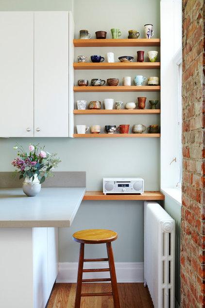 Contemporary Kitchen by Mazzie