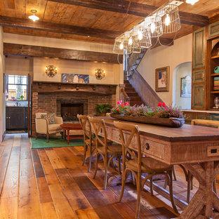 Diseño de cocina de estilo de casa de campo, abierta, con fregadero sobremueble y electrodomésticos de acero inoxidable