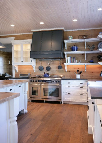Traditional Kitchen by Appalachian Woods