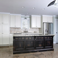 Traditional Kitchen by Quartersawn Custom Cabinetry and Woodworks, LLC