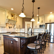 Traditional Kitchen by Sofo Kitchens