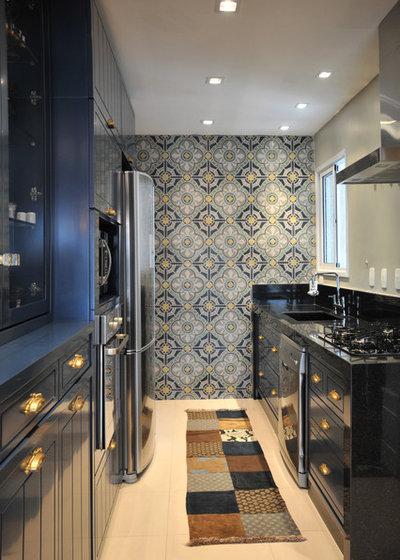 Современная классика Кухня by elegueller arquitetos