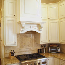 Kitchen by CAIN Construction and Designs