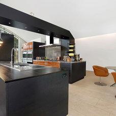 Modern Kitchen by William Roy Designer Kitchens