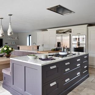 Große Moderne Wohnküche in L-Form mit flächenbündigen Schrankfronten, Granit-Arbeitsplatte, Küchengeräten aus Edelstahl und Kücheninsel in London