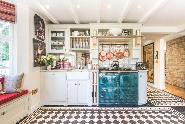 Farmhouse Kitchen by JawDesigns