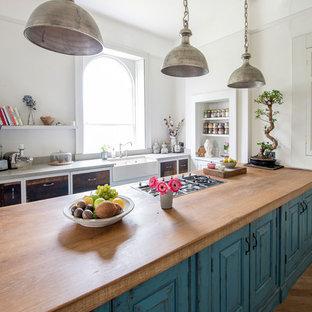 Shabby-Chic-Style Küchen mit braunem Holzboden Ideen, Design ...