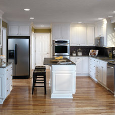 Traditional Kitchen by Great Kitchens & Baths