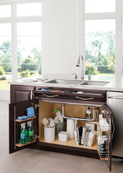 Классический Кухня by Great Kitchens & Baths
