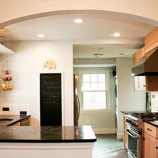 Contemporary Kitchen by John Linam Jr, Architect, PLLC