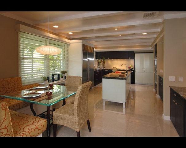 Modern Kitchen by Archipelago Hawaii Luxury Home Designs