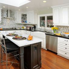 Contemporary Kitchen by INTERIOR FOCUS