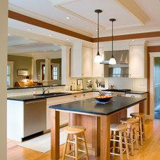 Craftsman Kitchen by Jan Gleysteen Architects, Inc