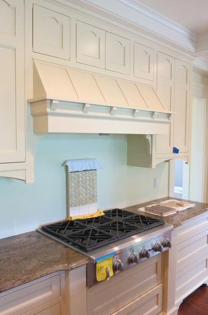 Craftsman Kitchen by George Clemens Architecture, INC