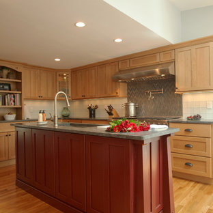 Traditional kitchen ideas - Example of a classic kitchen design in Boston
