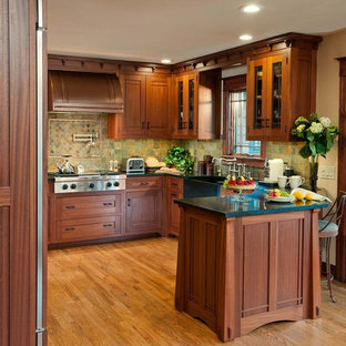 Arts & Crafts Kitchen with Ellsworth Door