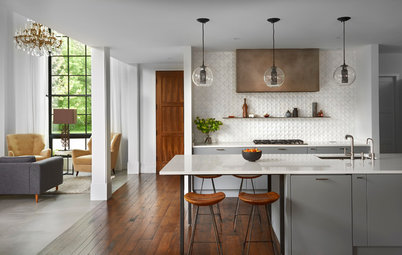 Houzz Tour: Blending In and Standing Out
