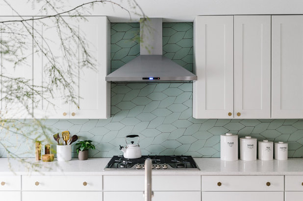 Модернизм Кухня by M. Walter Design