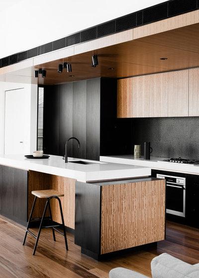 Contemporary Kitchen by Grundella Constructions Pty Ltd
