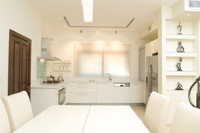 Contemporary Kitchen by Asher Elbaz