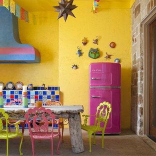 サンディエゴのサンタフェスタイルのおしゃれなキッチンの写真