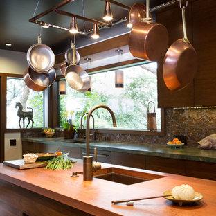 ロサンゼルスの中サイズのアジアンスタイルのおしゃれなキッチン (アンダーカウンターシンク、フラットパネル扉のキャビネット、中間色木目調キャビネット、珪岩カウンター、茶色いキッチンパネル、セラミックタイルのキッチンパネル、パネルと同色の調理設備、無垢フローリング) の写真