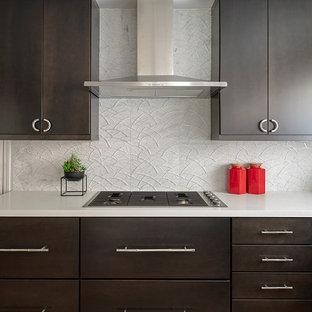 サンフランシスコのアジアンスタイルのおしゃれなキッチン (アンダーカウンターシンク、フラットパネル扉のキャビネット、濃色木目調キャビネット、クオーツストーンカウンター、大理石の床、シルバーの調理設備の、竹フローリング、茶色い床、白いキッチンカウンター) の写真