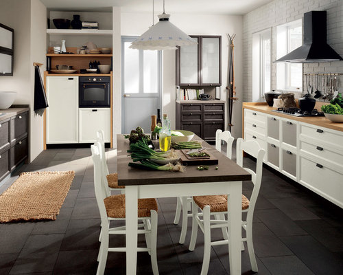 Kitchen ideas photos with brown cabinets and multiple for Casa stile shaker