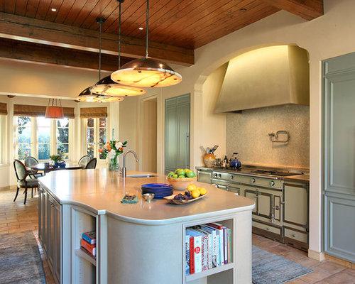 Tr s grande cuisine avec un sol en carreau de terre cuite for Un carreau de terre
