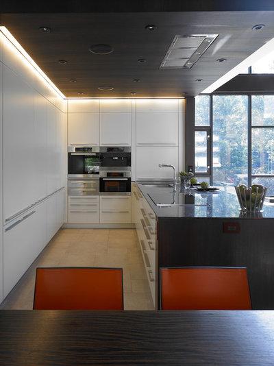 Moderno Cocina by Habachy Designs