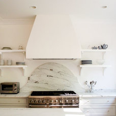 Traditional Kitchen by ROMA | Eco-Sustainable Building Technologies