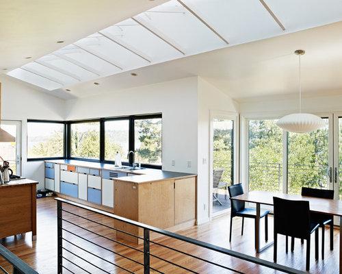 Cucina abitabile con ante blu foto idee arredamento for Cucina in stile ranch
