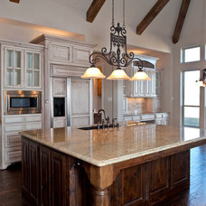 Traditional Kitchen by Joseph Paul Homes