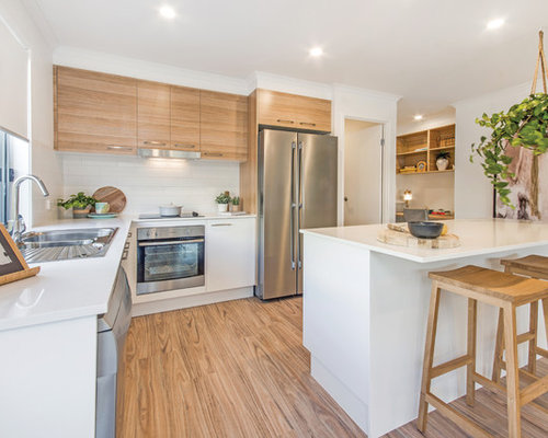 This Is An Example Of A Large Contemporary Eat In Kitchen In Sunshine Coast  With
