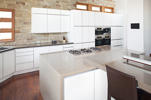 Modern Kitchen by Arete European Kitchens