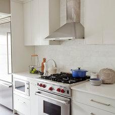 Contemporary Kitchen by Riesco & Lapres Interior Design