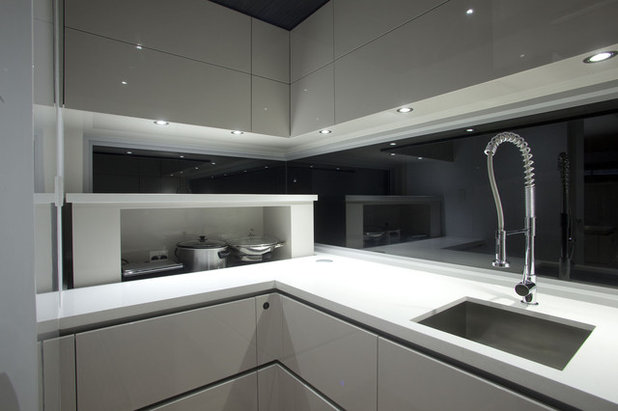 Contemporaneo Cucina by Kim Duffin for Sublime Luxury Kitchens & Bathrooms