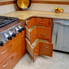 Traditional Kitchen by Room Resolutions