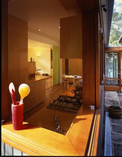 Beach Style Kitchen by Sam Crawford Architects