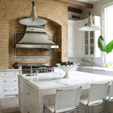 Transitional Kitchen by Trapolin-Peer Architects