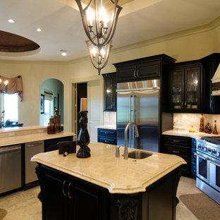 Kitchen   Traditional Kitchen Idea In Houston