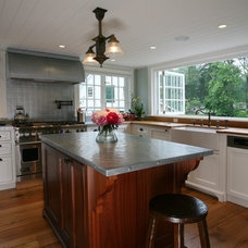 Farmhouse Kitchen by ARCHIA HOMES