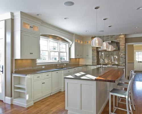 Küchen modern u-form holz  Landhausstil Küche mit Rückwand aus Glasfliesen - Ideen & Bilder